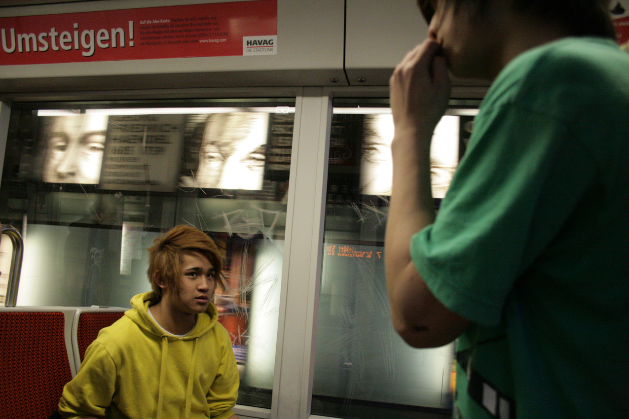 Abschied von Hoang Anh-Hoang und Nam breakdancen im Bahnhof weiter