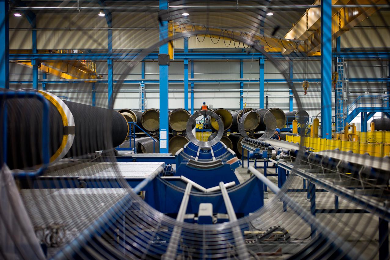 EUPEC PipeCoatings France SA ist Vertragspartner im Nord Stream Projekt zur Logistik und Betonummantelung der Stahlrohre für beide der je 1.220 km langen Ostseepipelines, die in Mukarn auf der Insel Rügen von ca. 300 Arbeitern produziert werden. Die Rohre werden mit Stahlgittern umhüllt, um der Betonummantelung halt zu geben. Der mit Magnetit angereicherte Betonmantel dient zur Beschwerung, damit die Rohrleitungen auf dem Meeresgrund Strömungen standhalten.