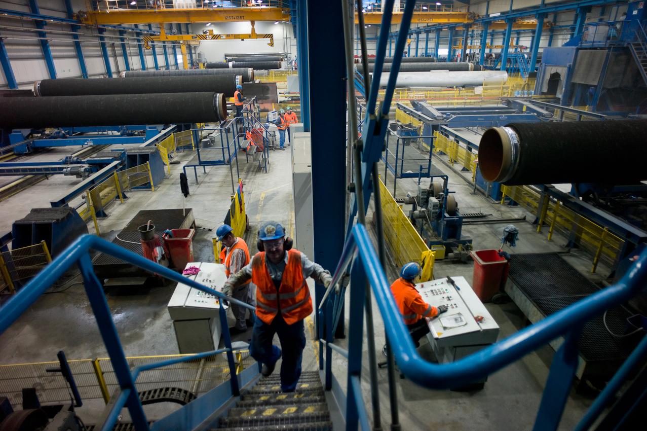 EUPEC PipeCoatings France SA ist Vertragspartner im Nord Stream Projekt zur Logistik und Betonummantelung der Stahlrohre für beide der je 1.220 km langen Ostseepipelines, die in Mukarn auf der Insel Rügen von ca. 300 Arbeitern produziert werden. Im Werk werden 200 Rohre pro Tag in 2 Schichten an fünf Tagen pro Woche mit Schwerbeton ummantelt, bevor sie 24 Stunden aushärten und anschließend 27 Tage zur weiteren Trocknung lagern müssen.