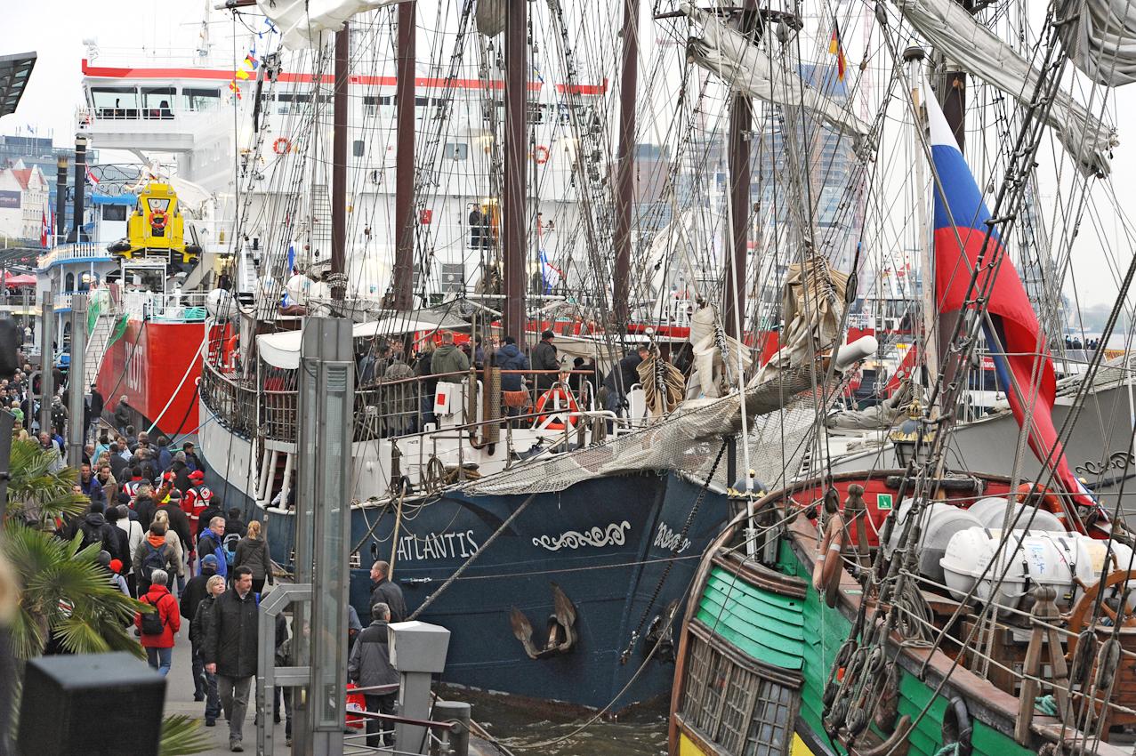 Abendblatt Fotograf Andreas Laible 6. Termin 7.Mai 2010  19:32 Beginn des 821. Hafengeburtstages