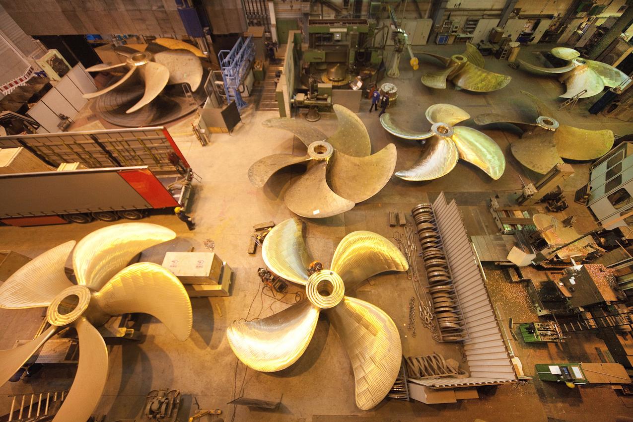 Propellerfertigung bei der MMG, der Mecklenburgischen Metallguss GmbH. In dieser Fertigungshalle findet die Endfertigung der Propeller statt.