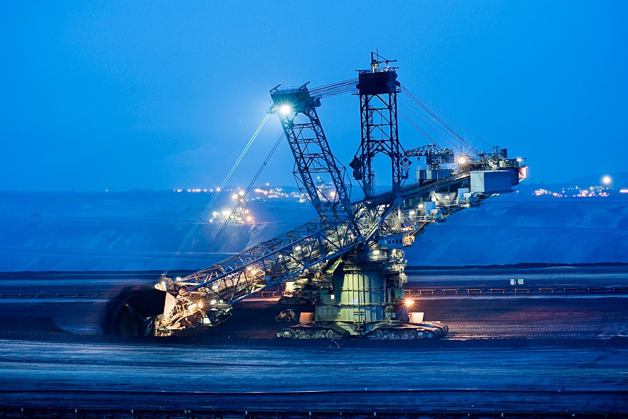 Schaufelradbagger 268 im umstrittenen Tagebau Garzweiler II bei Erkelenz. Das Gerät kann über 100 000 Tonnen Braunkohle am Tag fördern.