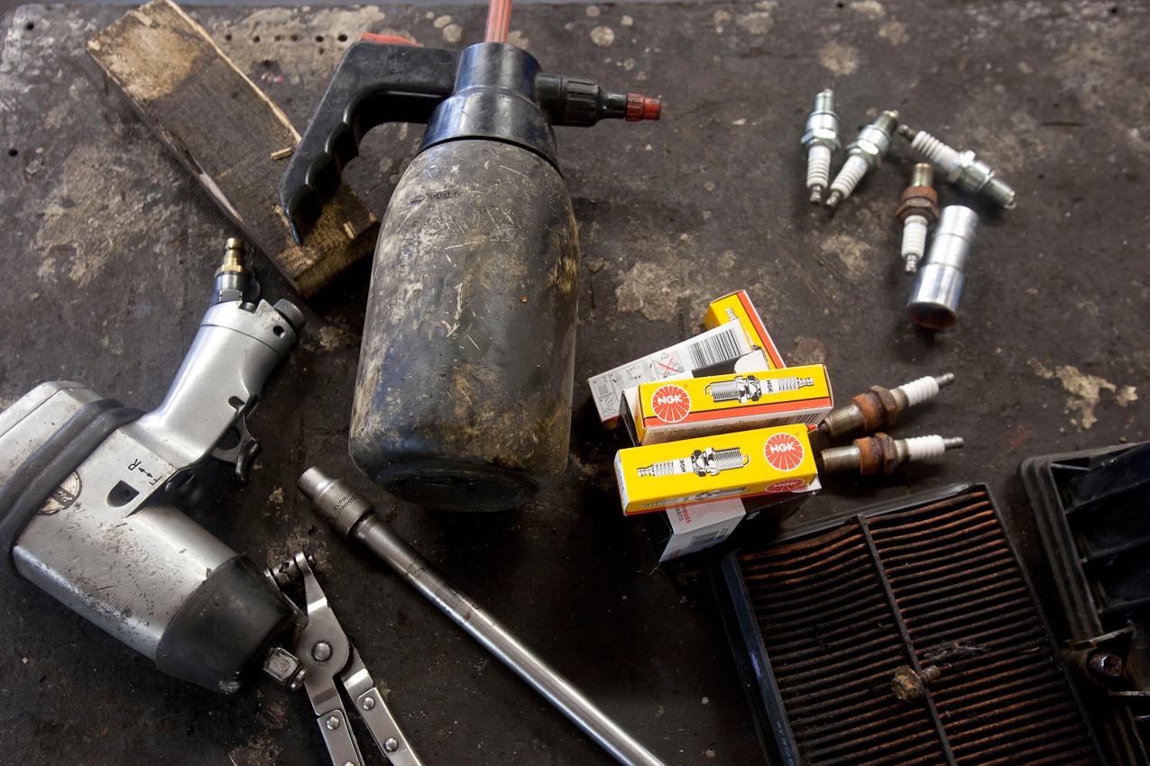 Werkzeug und Zuendkerzen