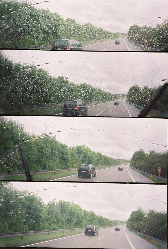 Ein Roadmovie in 4 Bildern: Die Meteorologen behalten leider recht: Der 7. Mai 2010 ist kalt, nass und truebe ... im Hochsauerland liegt sogar wieder Schnee. Unser Oldtimer-Bus erreicht maximal 85 km/h, das Radio ist defekt - die Fahrt auf der Autobahn loest sich auf in einem einschlaefernden Rythmus aus quietscheden Scheibenwischern, ueberholenden PKWs und monotoner Landschaft.  Analoge Charakteristik ist beabsichtigt. Lomografie mit Super-Sampler (4-fach Bild).