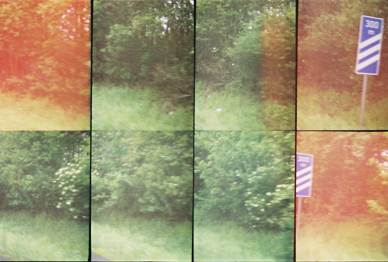 Ein Roadmovie in 8 Bildern - zweieinhalb Sekunden Deutschland: In 300 Metern bietet ein Rastplatz die willkommende Gelegentheit, unsere eintoenige Fahrt auf der Autobahn zu unterbrechen. | HINWEIS: Dies ist ein Layoutscan - hochaufgeloeste Feindaten auf Anfrage. Analoge Charakteristik ist beabsichtigt. Lomografie mit Oktomat (8-fach Bild).