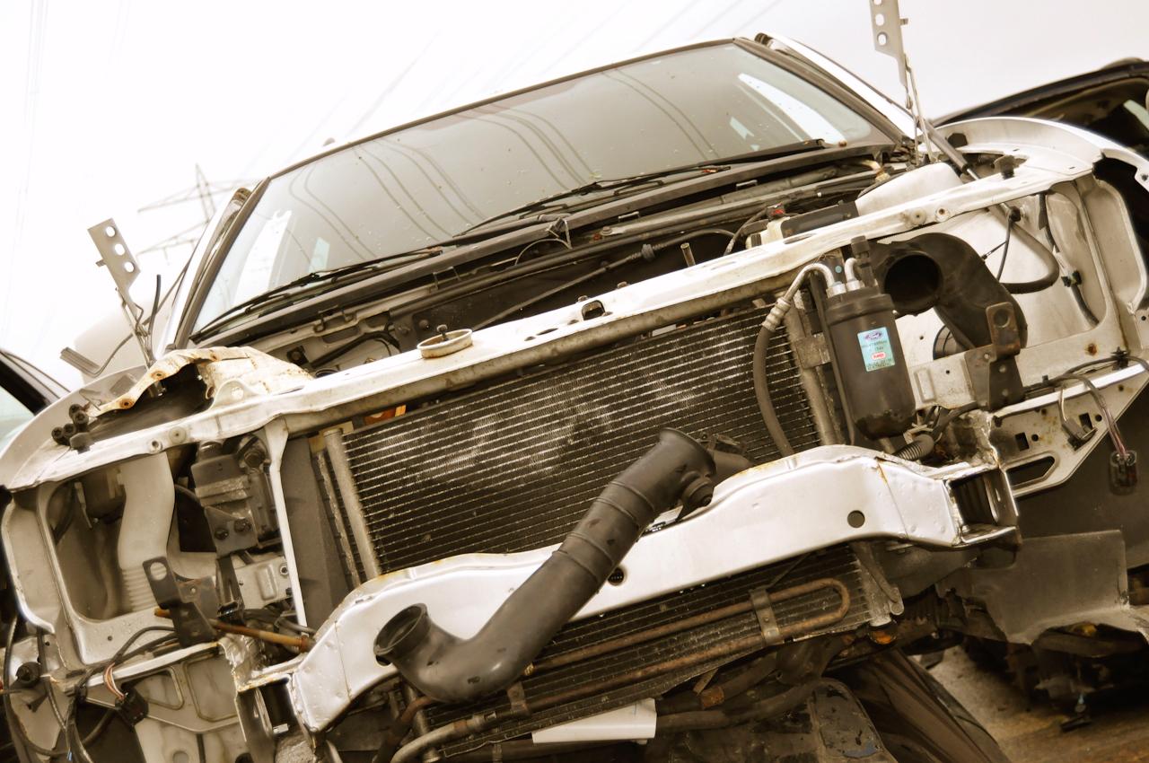 DEU, Deutschland, Norderstedt, 07.05.2010, abgewracktes Auto auf Schrottplatz bei Hamburg.
