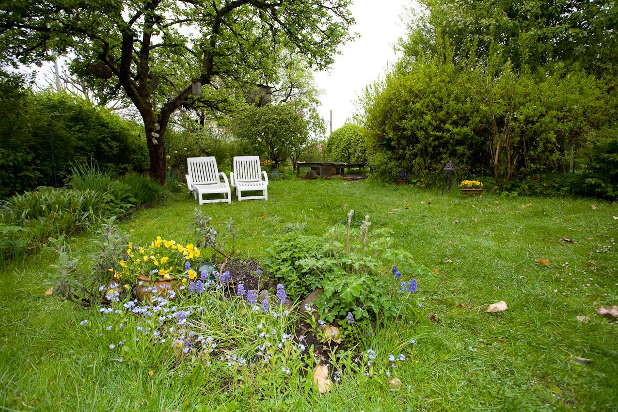 Der Garten von Sylvia H. und Manfred K. wartet auf die Saison.  Kleingartenverein Tarpenhoh in Hamburg-Niendorf, 7. Mai 2010