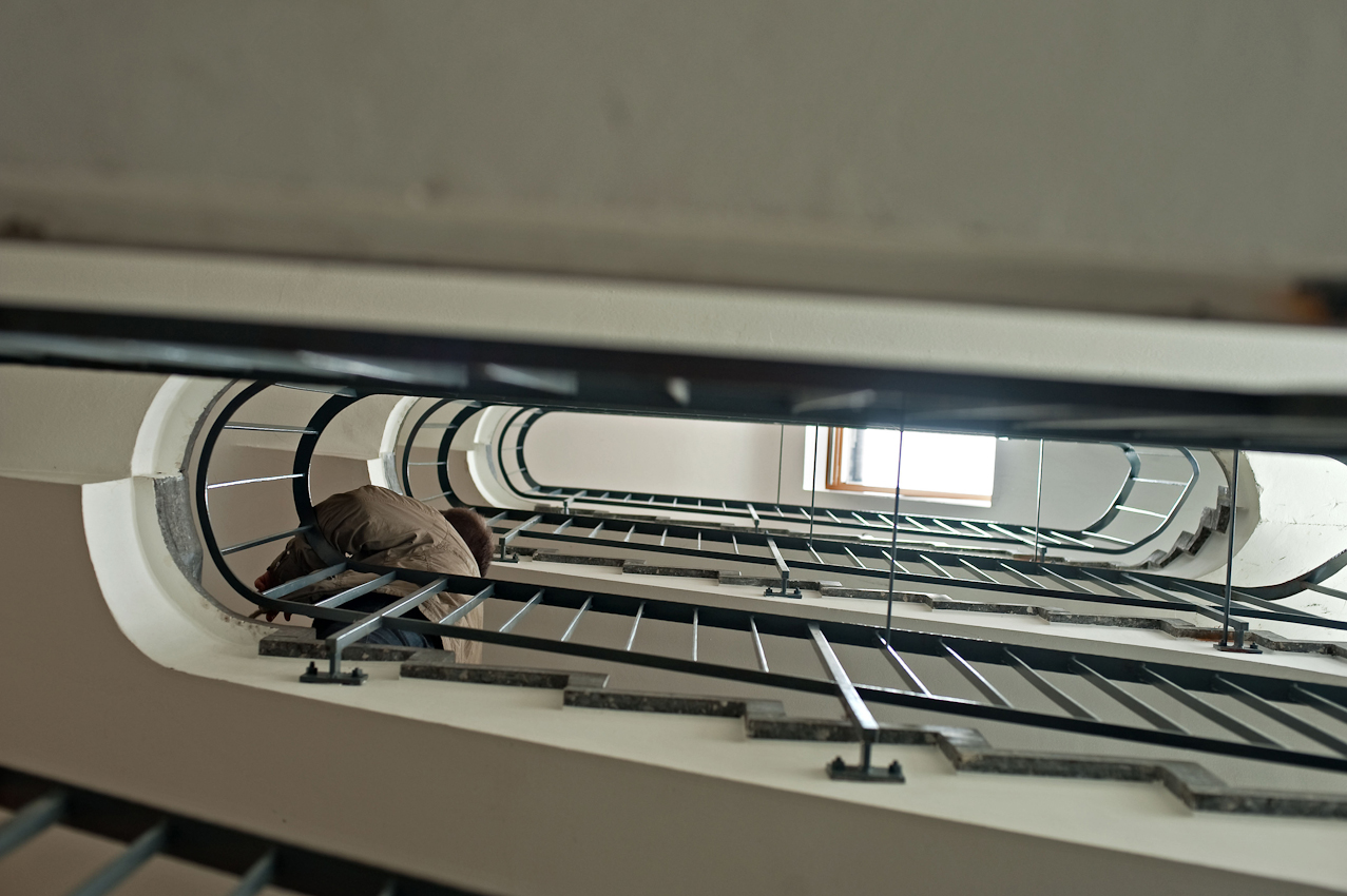 """Danilo Tepsa nennt es """"Kardiotraining"""", wenn er im Theater Koblenz die Treppen vom ersten in den fünften Stock hinaufsteigt."""