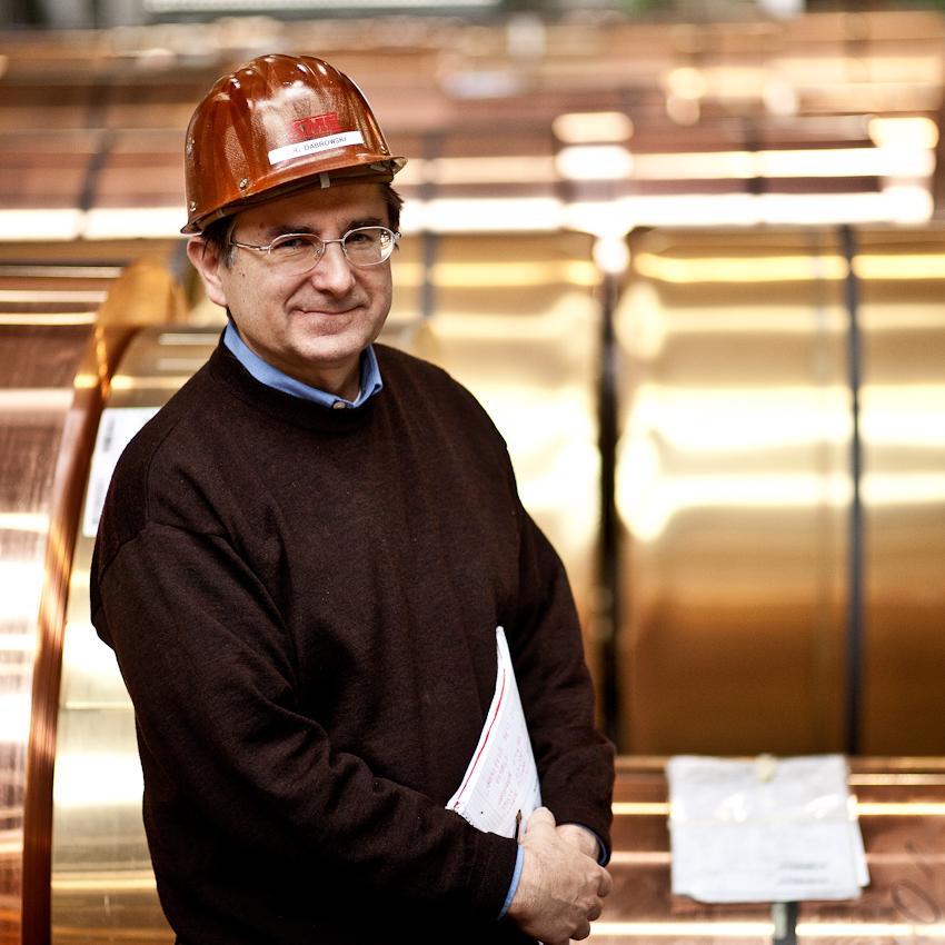 KME Germany ist einer der weltweit größten Hersteller von Erzeugnissen aus Kupfer und Kupferlegierungen. Das Werk in Osnabrück wurde 1873 als Draht- und Stiftfabrik Witte und Kämper in Osnabrück gegründet. Herr Dr. Dabrowski ist bei der KME Osnabrück für das Qualitätsmanagement zuständig. Die Aufnahme entstand am 7. Mai um 8.10 Uhr.