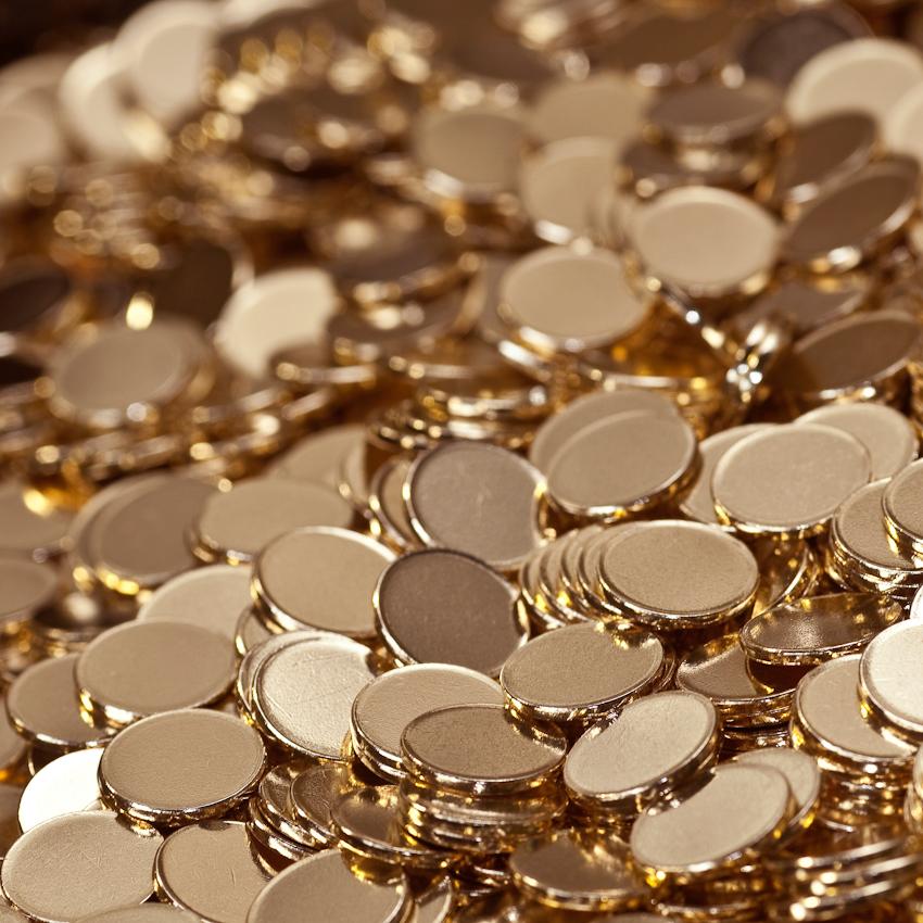 KME Germany ist einer der weltweit größten Hersteller von Erzeugnissen aus Kupfer und Kupferlegierungen. Das Werk in Osnabrück wurde 1873 als Draht- und Stiftfabrik Witte und Kämper in Osnabrück gegründet. Hier werden unter anderem die Rohlinge für den Euro hergestellt. Das Foto zeigt Münzrohlinge für 50 Cent Münzen.