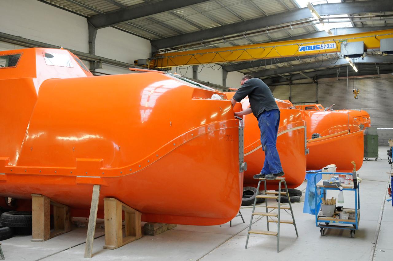 DEU/ Deutschland, Drochtersen, 20100507: Freifall Rettungsboot Herstellung in Firma Hatecke auf der Insel Krautsand bei Drochtersen