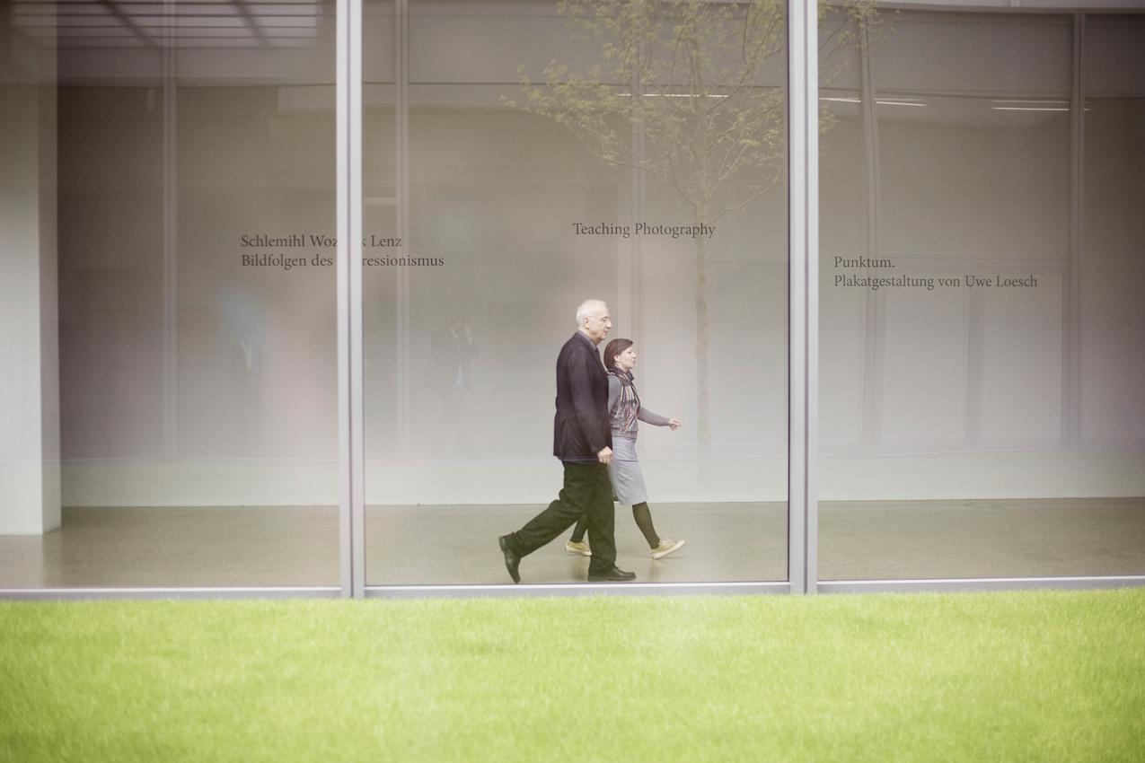 Dr. h.c. Fritz Pleitgen (Vorsitzender der Geschäftsführung der RUHR.2010 GmbH) auf dem Weg zu einer Veranstaltung der Begabtenförderung der Konrad-Adenauer-Stiftung im neuen Folkwang-Museum.