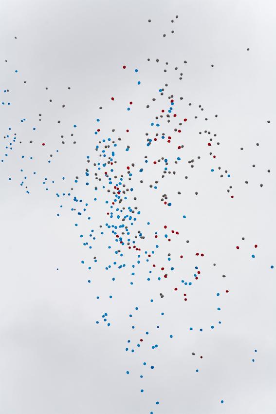 Germany, Deutschland, Hamburg, Hamburger Hafen, Sankt Pauli, Hafengeburtstag 2010, Einlaufparade, 07,05,2010, suedliches Elbufer, Stadtpanorama, maritim, Luftballons mit Wuenschen fliegen davon