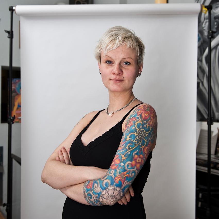 """Nadine """"Naddel"""" (28), Tätowiererin und Bürokraft im AllStyle-Tattoo-Studio: """"Tätowieren gibt mir die Möglichkeit, mein Innerstes nach außen zu tragen."""""""