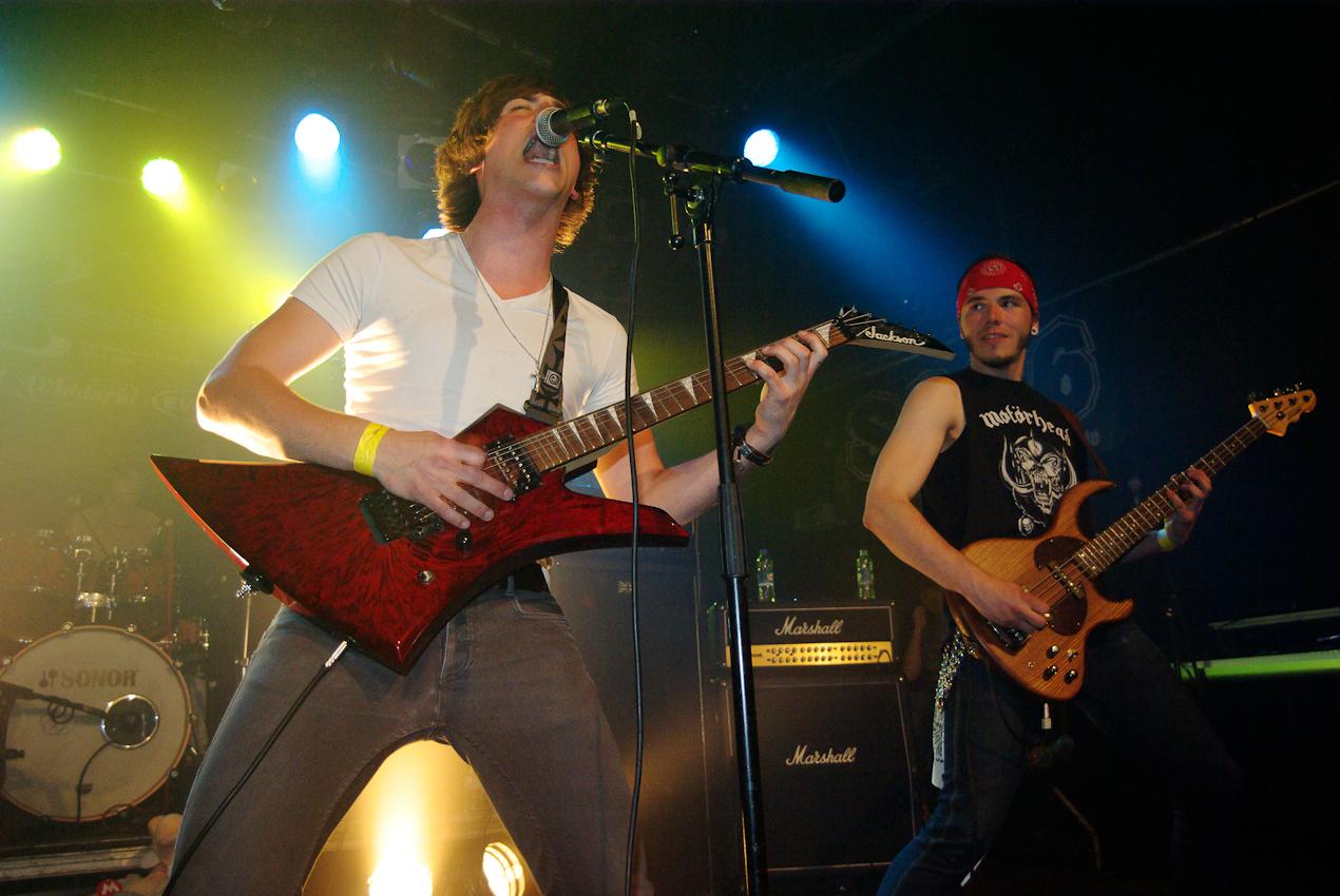 """Euphoria's Cage ist eine junge Metalband aus Berlin und spielt live beim Emergenza-Semifinale Berlin Nr. 4 im SO36. Gleichzeitig erscheint ihre EP """"In Chains"""" in limitierter Sonderauflage."""