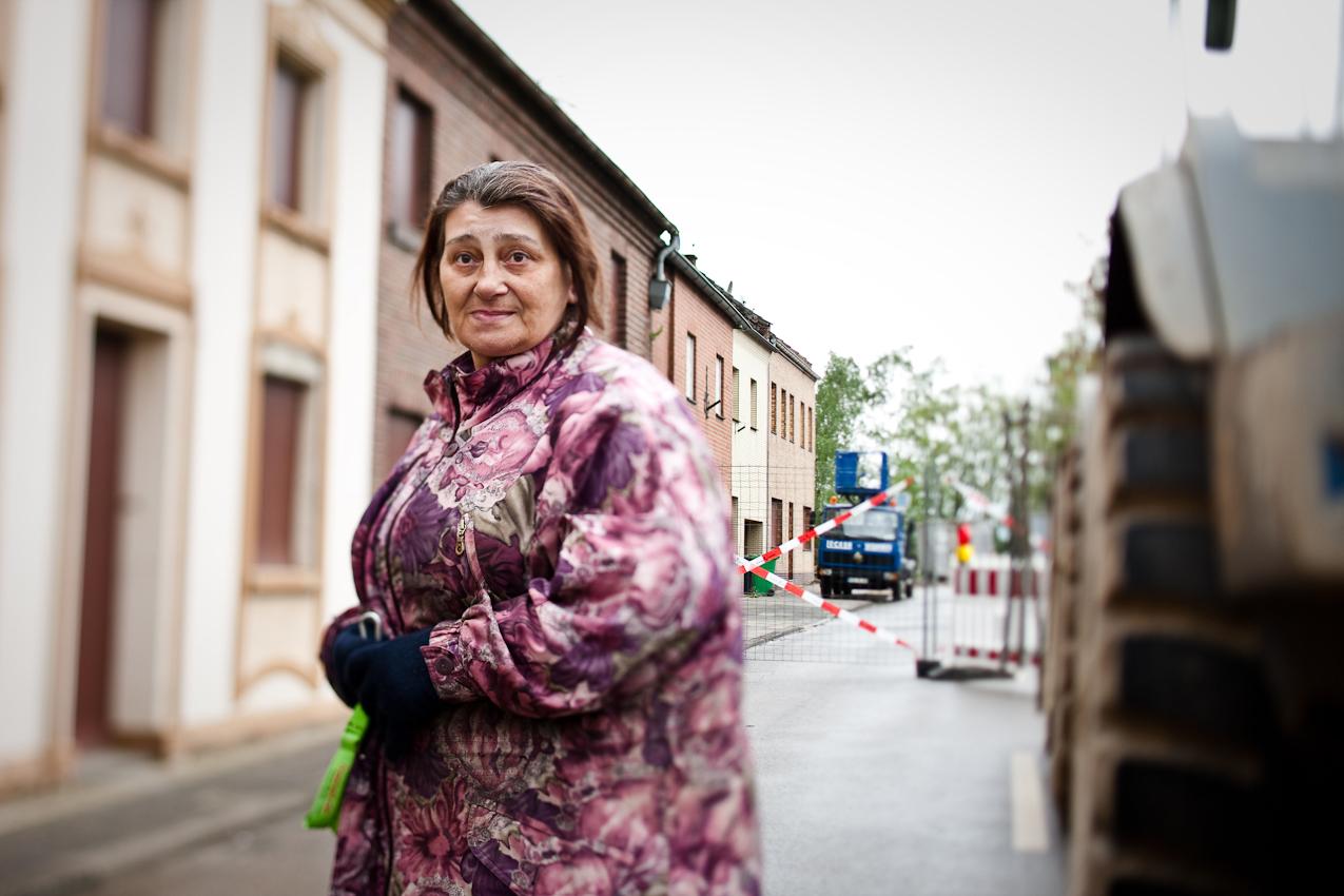 Angelika Neumann-Lindau in der Ortschaft Pesch.