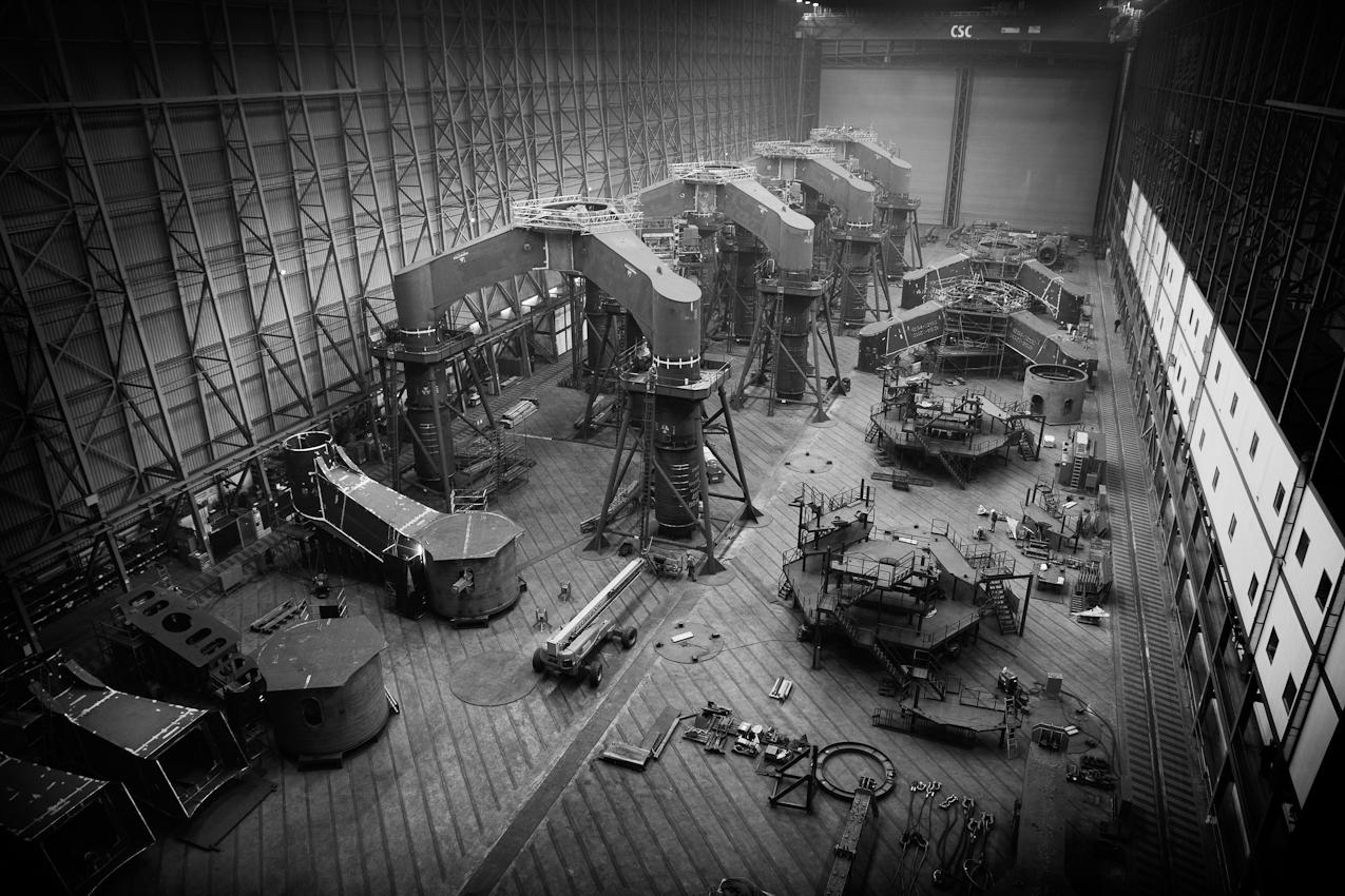 In der Montagehalle der Cuxhaven Steel Construction GmbH werden die stählernen Stützkreuze für Offshore-Windkraftanlagen geschweißt. Die überdachten Produktionsflächen betragen fast 44.000 m2, die Grundstücksgröße umfasst 250.000 m2.