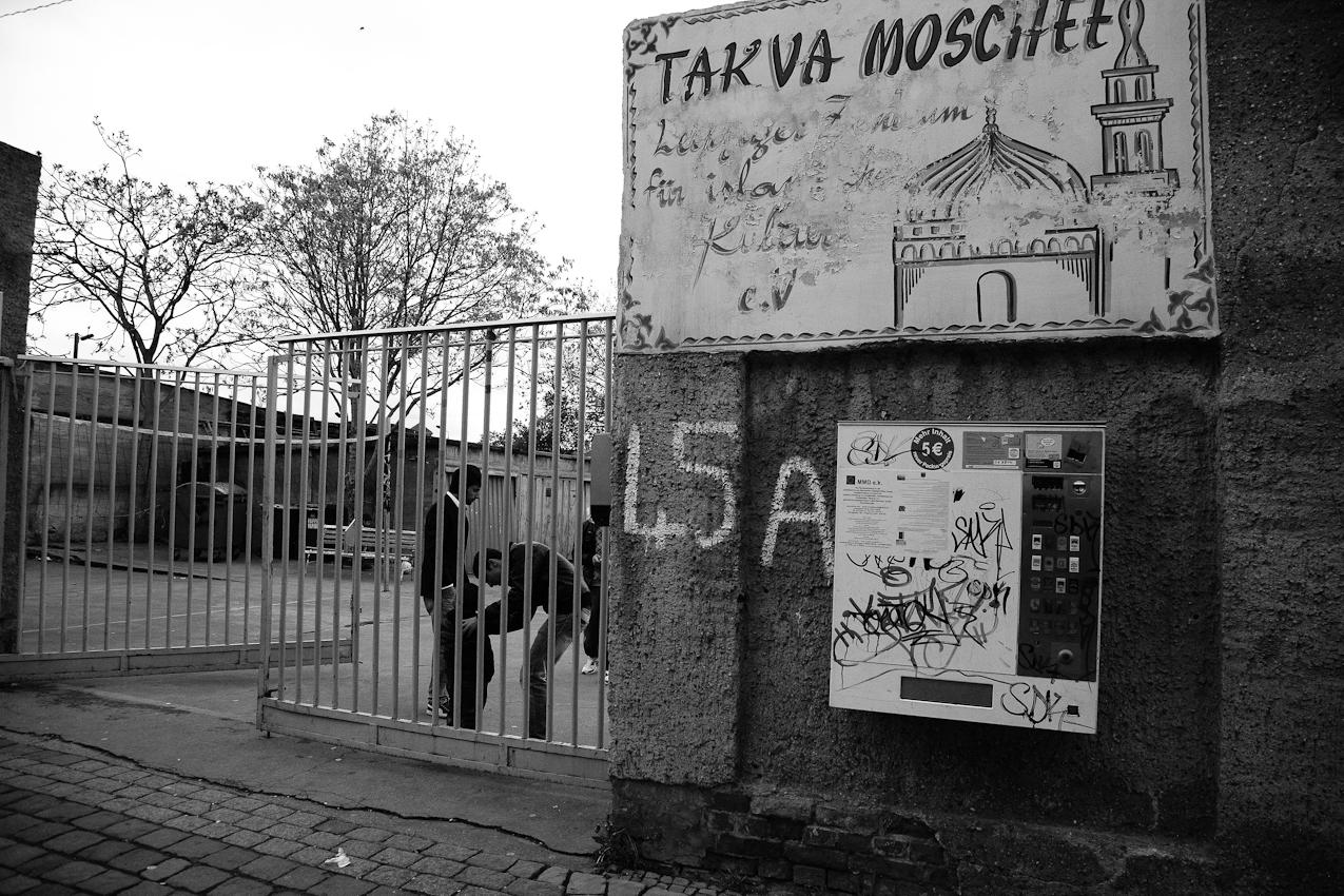 Außenansicht der Takva-Moschee, die sich in der Rosa-Luxemburg-Straße 45a im Leipziger Osten befindet. In dem Viertel leben viele Migranten und die Takva-Moschee wird besonders von Kurden aus der Türkei aufgesucht.