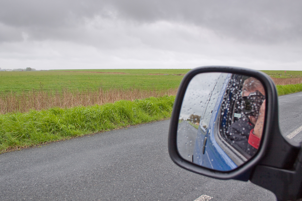 Auf der Fahrt zum Termin kurz vor Schillig: Ein Tag Deutschland. Die Wolken geben alles.