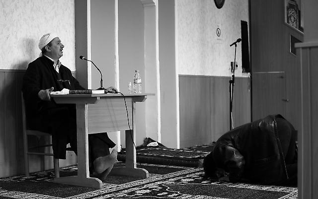 Der Imam während der Predigt vor dem Gebet